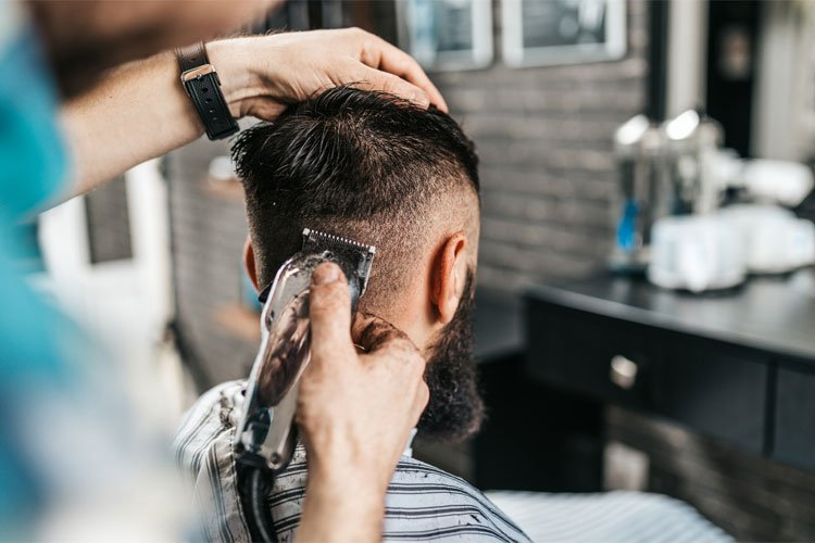 How to Make a Career in Cutting Men's Hair?